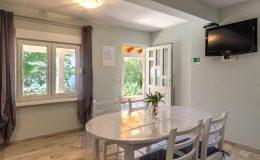 morska-vila-apartment-5-kitchen-dining-area-01