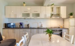 morska-vila-apartment-5-kitchen-dining-area-02