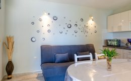 morska-vila-apartment-5-kitchen-dining-area-03