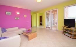 morskavila-apartment1-livingroom-02