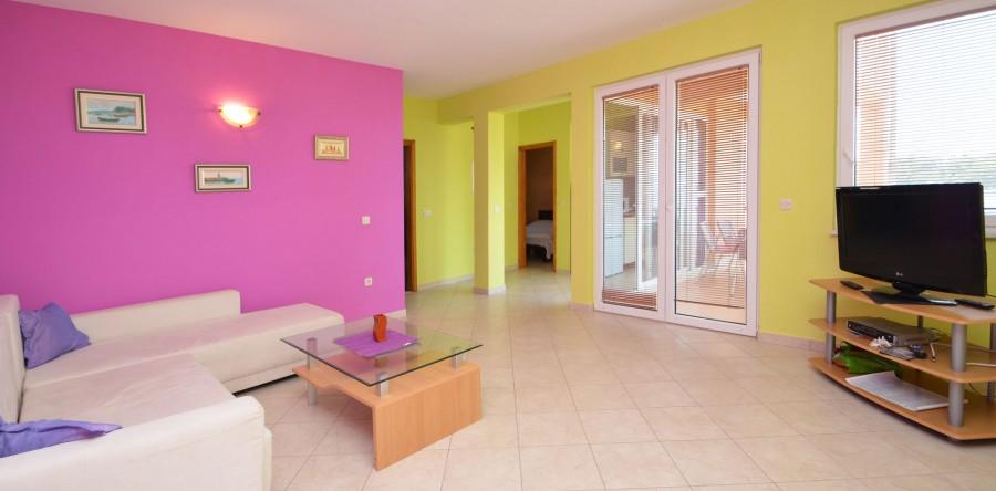 Colorful Spacious Living Room Frieze - Living Room Designs ...