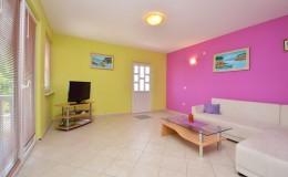 morskavila-apartment1-livingroom-03