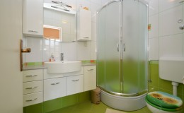 morskavila-apartment2-kupatilo-02