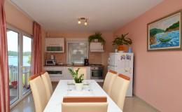 morskavila-apartment2-kitchen-02