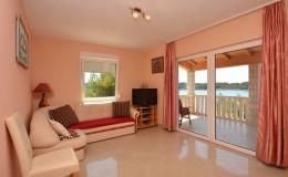 morskavila-apartment2-livingroom-02