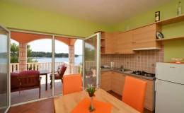 morskavila-apartment3-kitchen-02