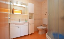 morskavila-apartment4-kupatilo-01
